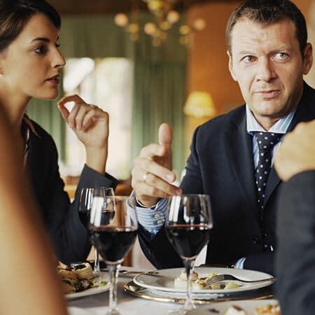 Mesa – O básico para otimizar uma refeição de negócios